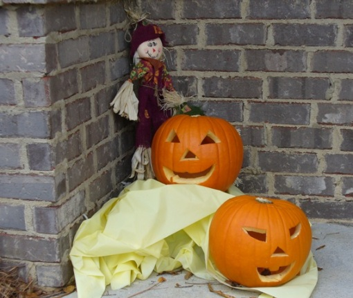 Jack and Jill (Mr. and Mrs. O'Lantern), together with their friends, the scarecrows, hope you will enjoy your visit.